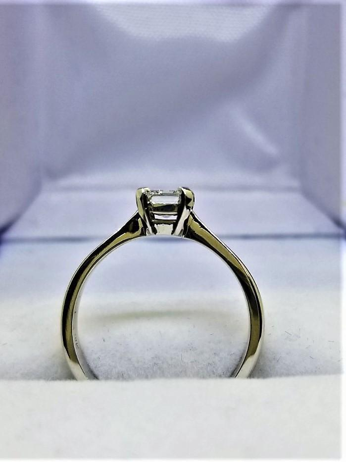 18 kt White Gold Diamond Ring - Cape Diamond Exchange