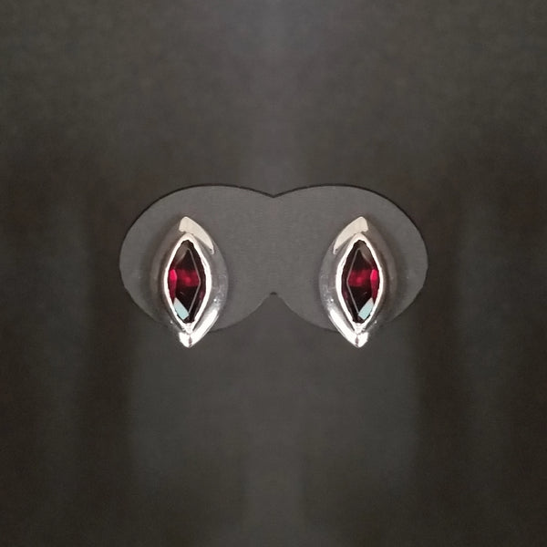 Garnet stones in White Gold earrings