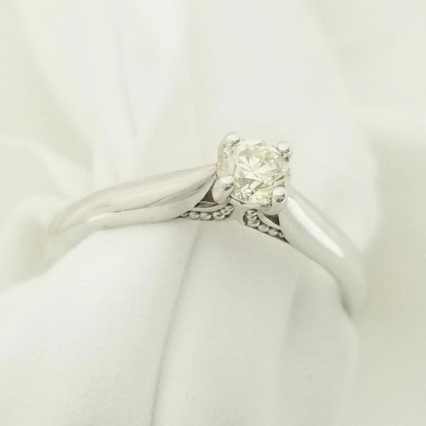 9 kt White Gold Diamond Four Claw Engagement Ring