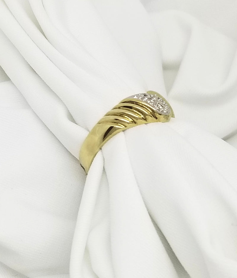 9 kt Yellow Gold Ring with Grooves and Diamonds - Cape Diamond Exchange