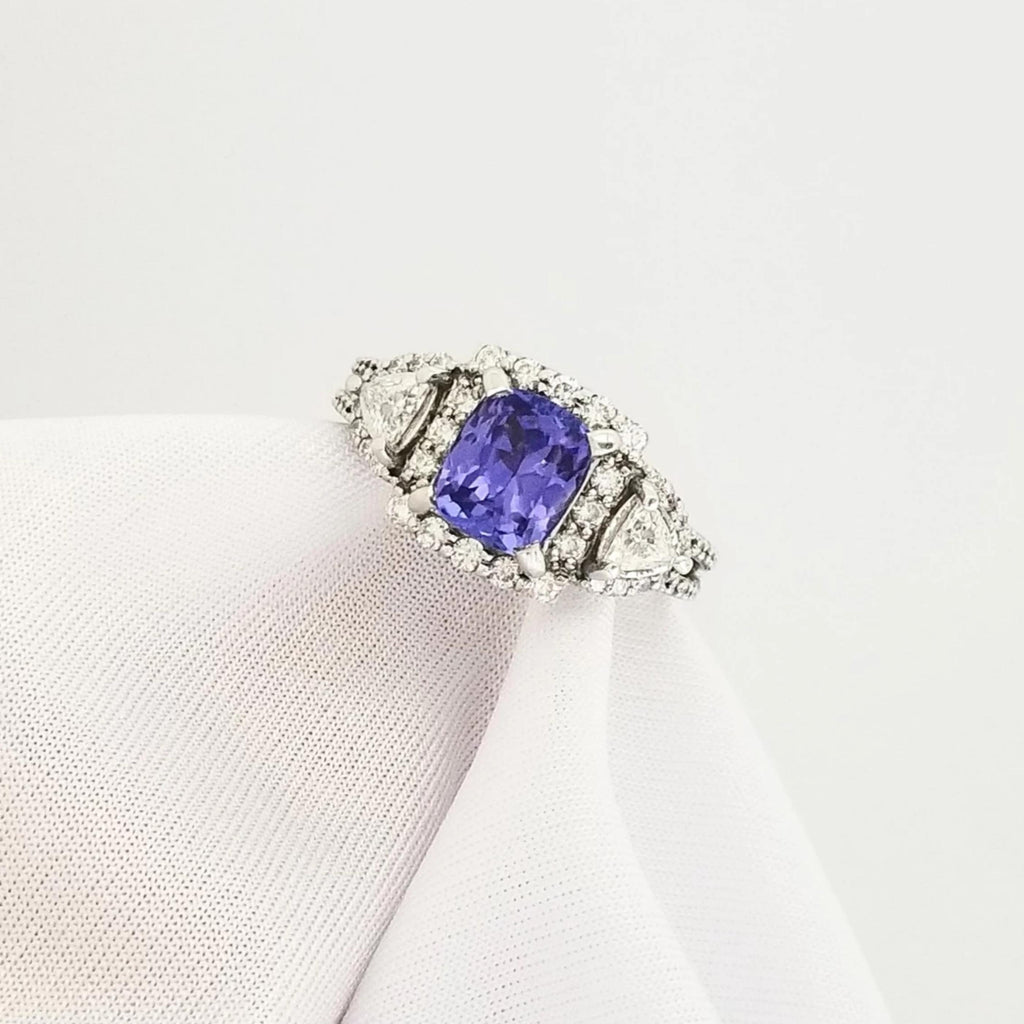 18 kt Diamond Ring set in White Gold with Cushion Tanzanite