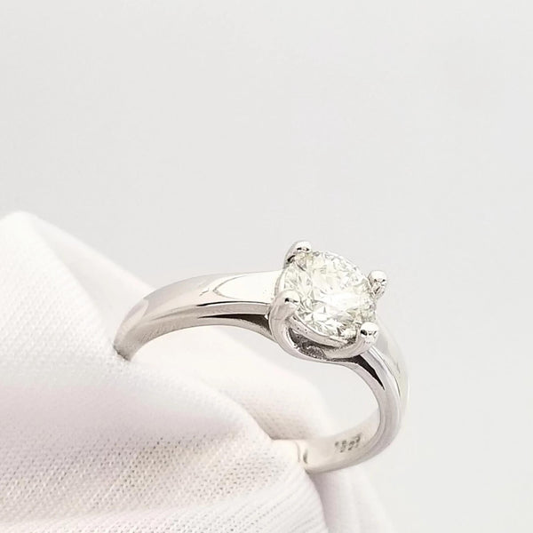 18 kt White Gold Four Claw Diamond Engagement Ring