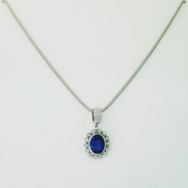 18kt White Gold Pendant with Diamonds and an Oval Tanzanite