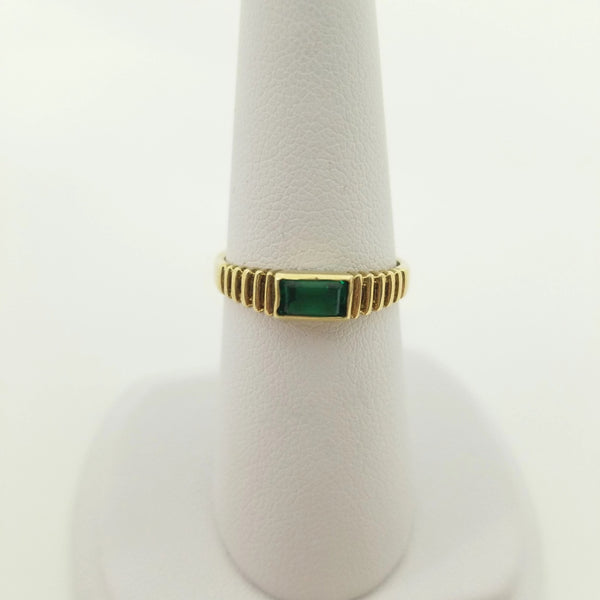 Ribbed 9kt Yellow Gold Green Stone Ring