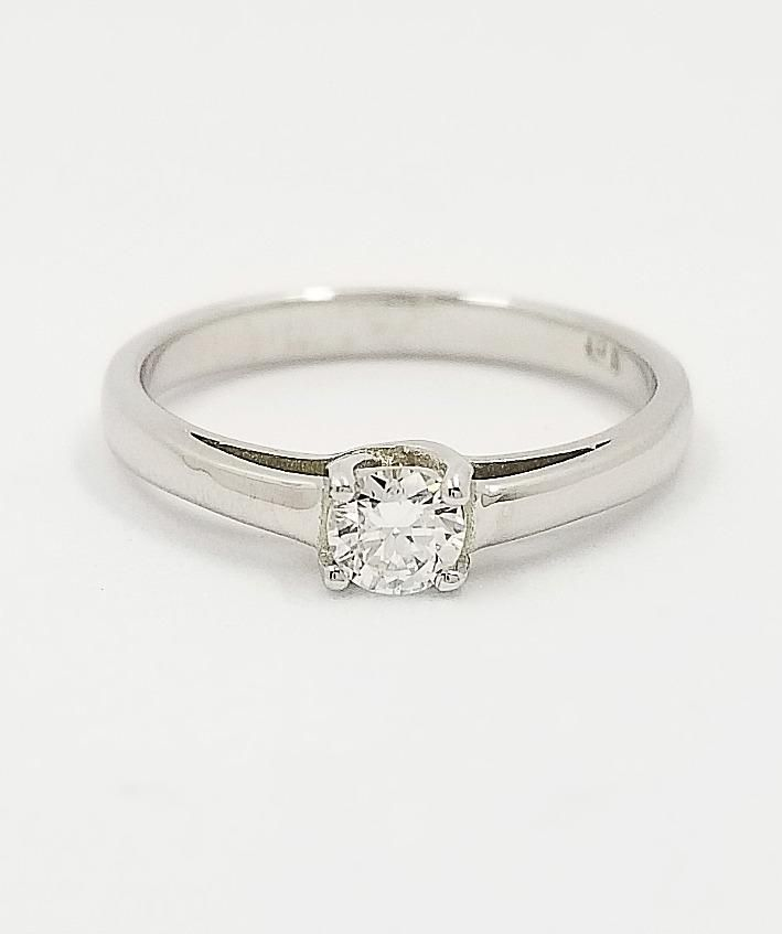 9 kt White Gold Engagement Ring - Cape Diamond Exchange