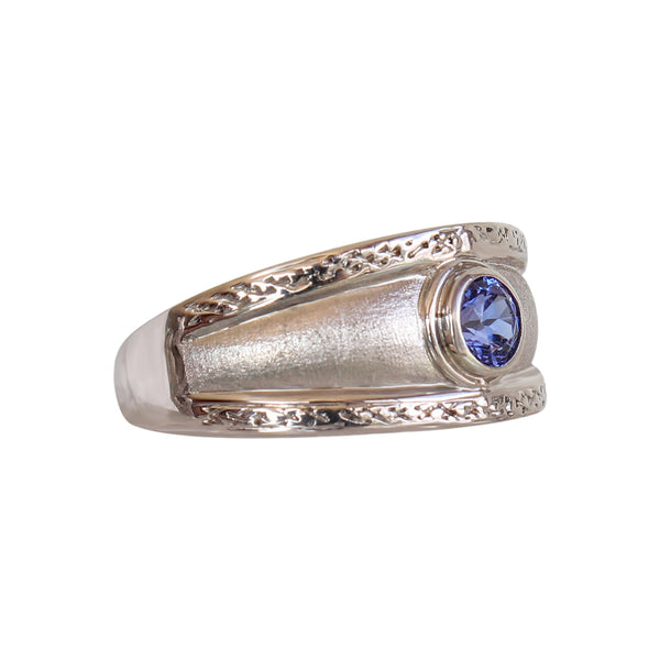 18-karat White Gold Round Tube set Tanzanite ring
