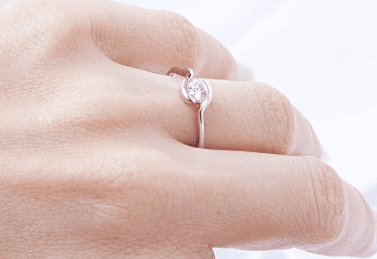 9 kt White Gold Diamond Ring with a Hug - Cape Diamond Exchange