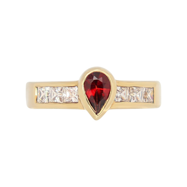 9 kt Yellow Gold Pear Garnet and Cubic Zirconia Ring