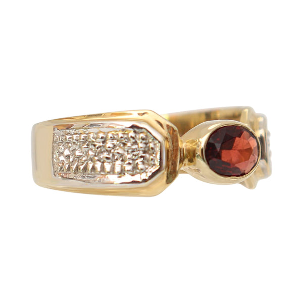 9 kt Yellow Gold with Oval Garnet Ring