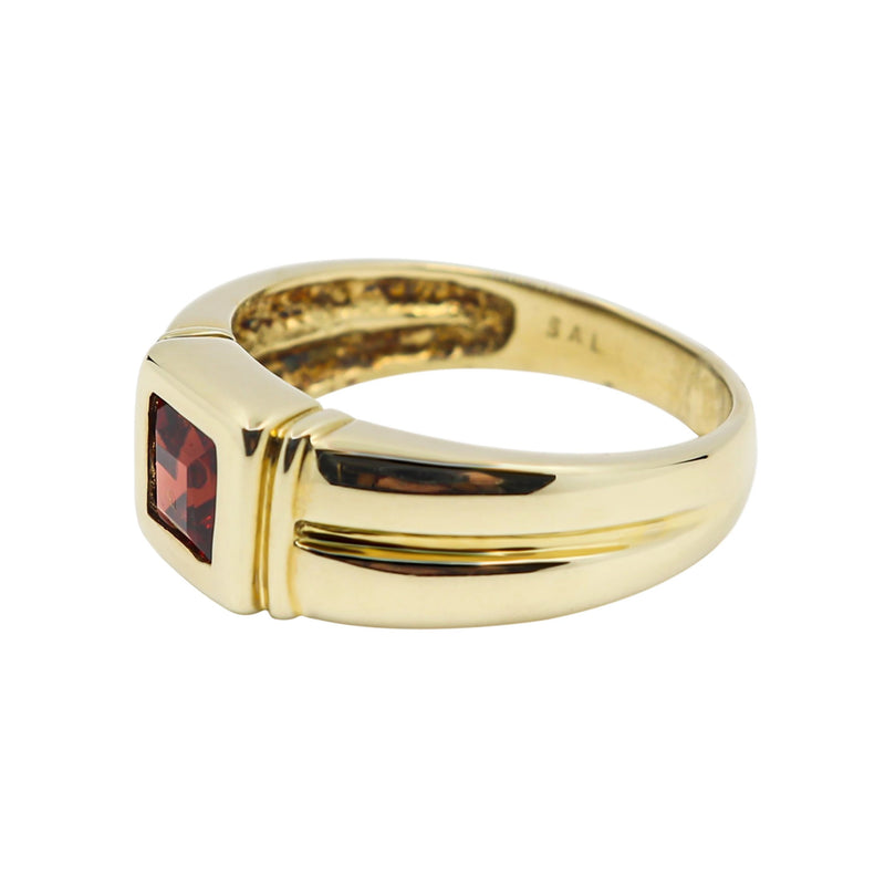Square Garnet Dress Ring set in 9 kt Yellow Gold