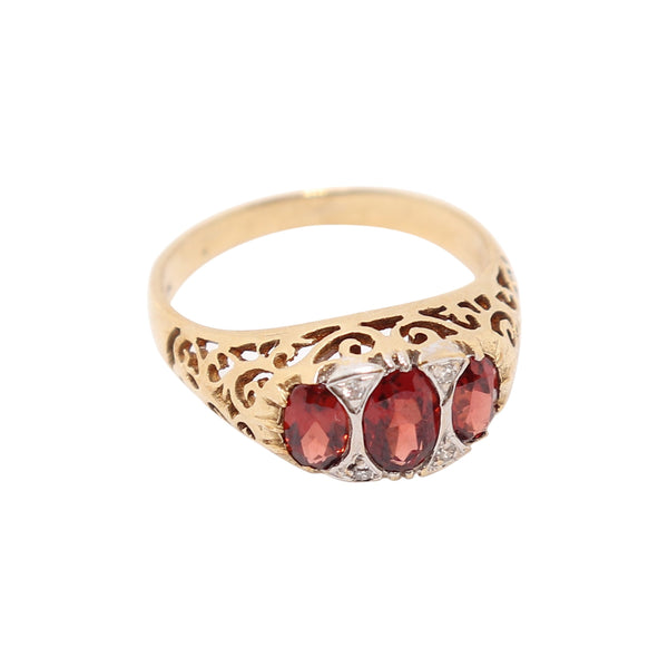 Fancy Garnet and Diamond Ring set in 9 kt Yellow Gold