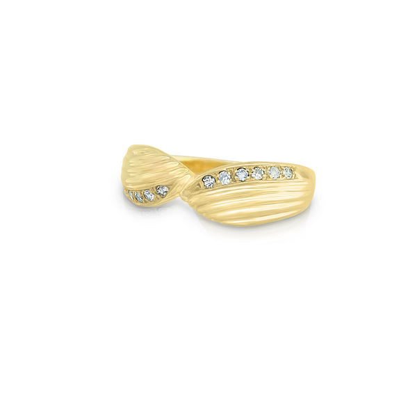 9 kt Yellow Gold Curved Ring set with Diamonds