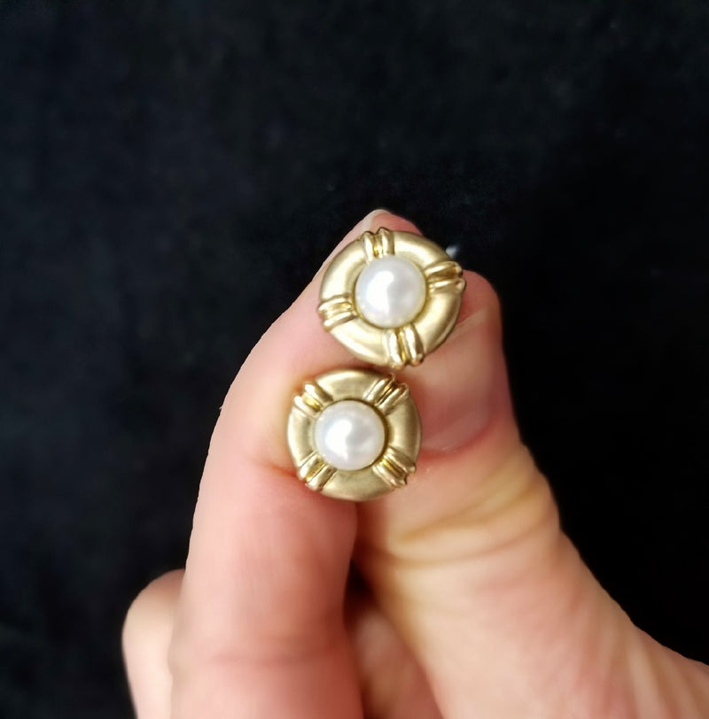 9 kt Airbrushed Pearl Studs set in Yellow Gold