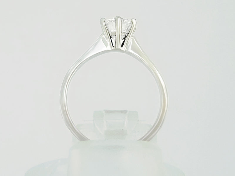 9 kt White Gold Diamond Ring - Cape Diamond Exchange