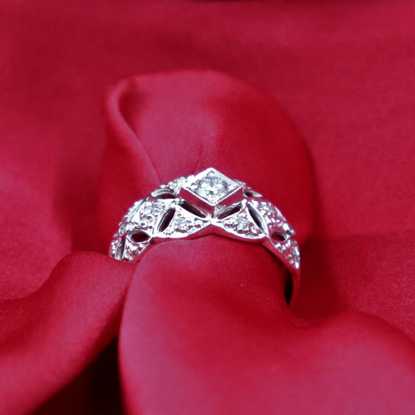 18kt  Two Tone Lace Diamond Engagement Ring
