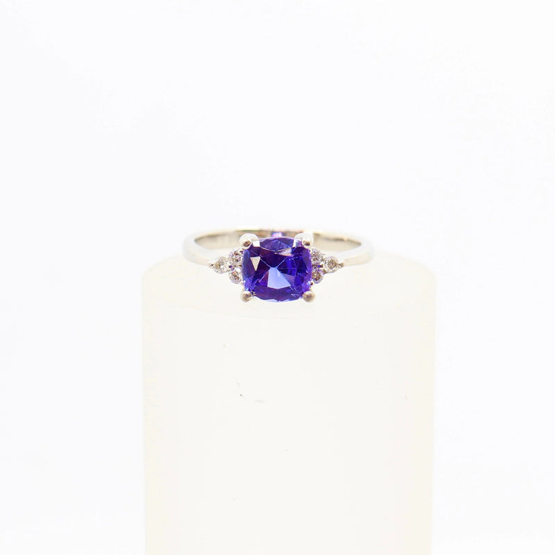 Diamond and Tanzanite Dress Ring in 18 kt White Gold
