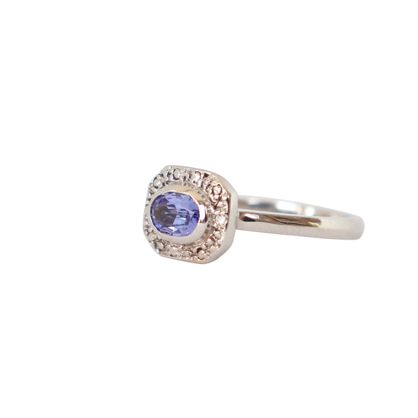 Vintage-inspired 18 kt White Gold and Tanzanite Ring - Cape Diamond Exchange