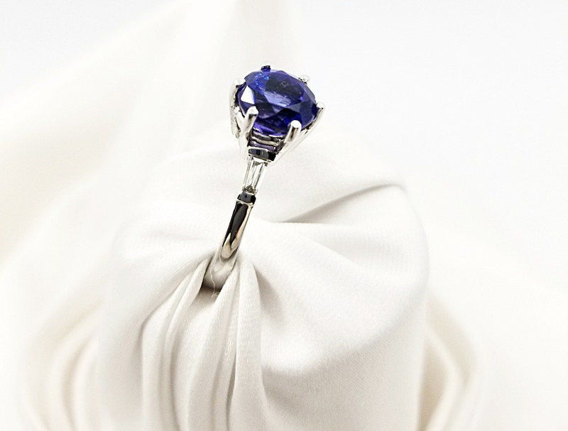 18 kt White Gold Tanzanite and Baguettes Ring - Cape Diamond Exchange