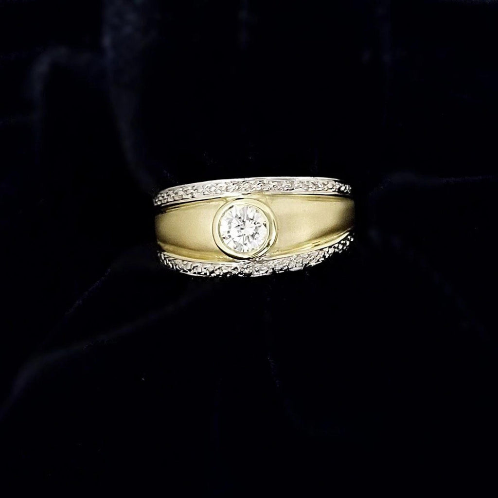 18 kt Yellow Gold Brushed finished Diamond Ring