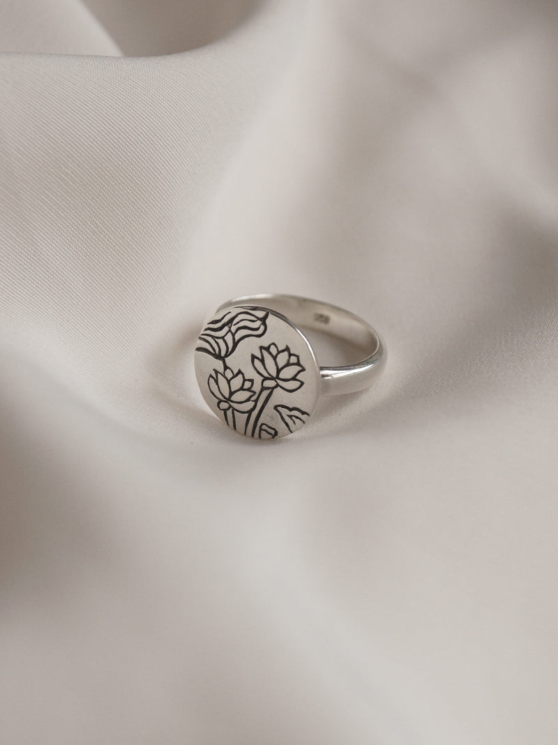 3 LOTUSES Pendant Ring // GABI EXCLUSIVE