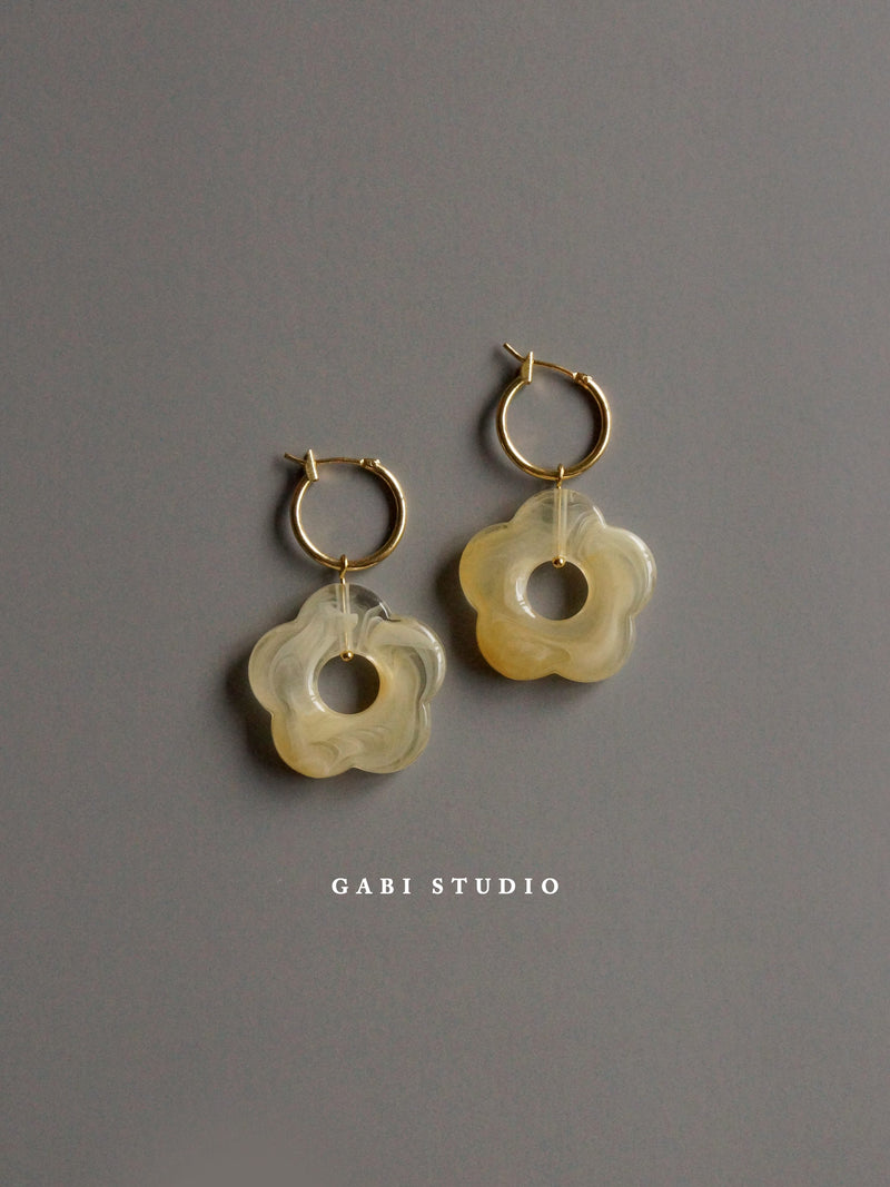Little Flower Hoops - Marbled Oat *18K Gold-plated