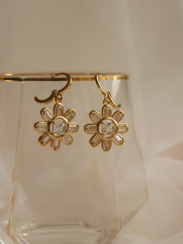 DAISY Huggies *18K Gold-plated