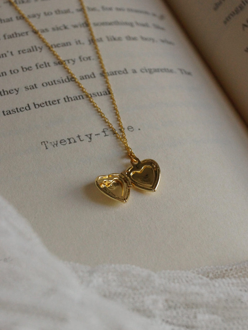 ELLIE Locket Necklace *18K Gold-plated