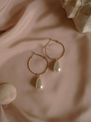 Anja Earrings - Drop Pearl