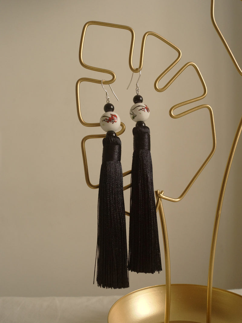 Yu Ji Earrings (925 Silver Earhooks) - Black