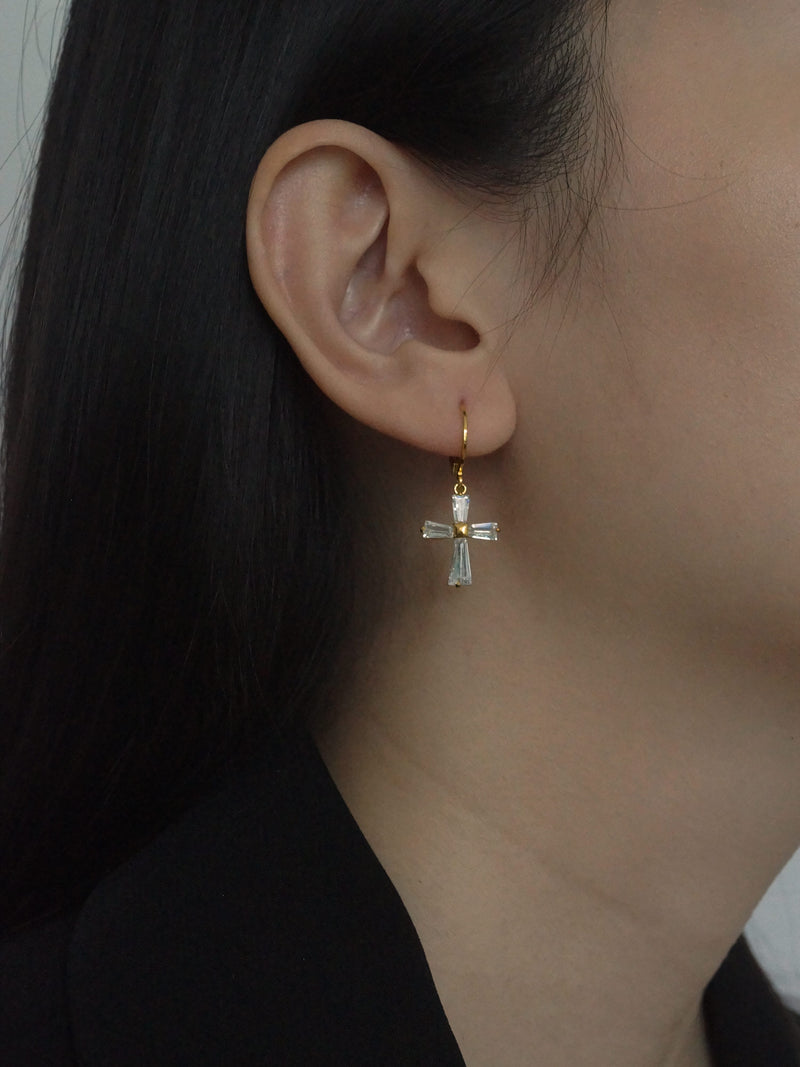 Kristján (Cross) Huggies *14K Gold-filled (GABI PREMIUM)