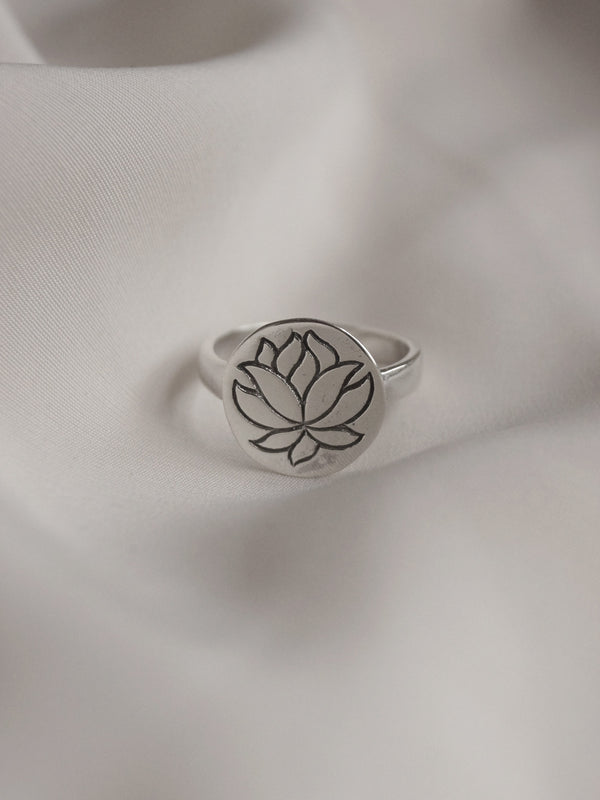 LOTUS Pendant Ring // GABI EXCLUSIVE