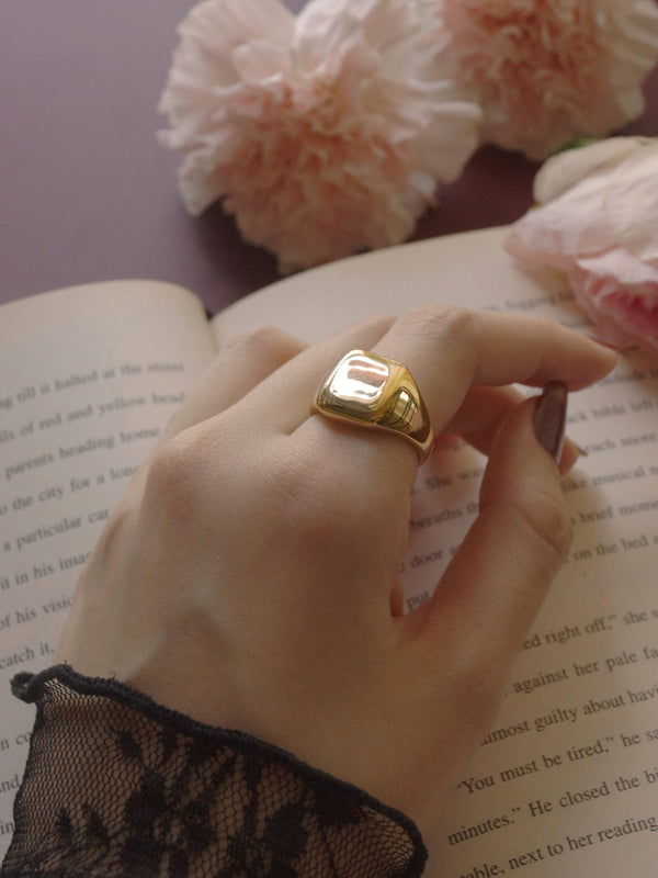 Square Signet Ring - Gold *14k Gold-plated