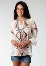 Studio West- Prairie Flowers Swest Womens Long Sleeve Shirt 0498 Rayon Tunic Wembroidery