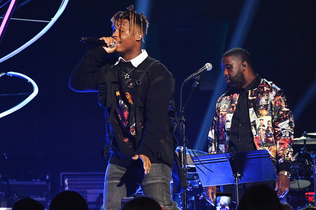 "Juice Wrld Performs his single "" Lucid Dreams "" at the 2018 VIdeo Music Awards (VMAS) hosted by MTV. Juice wrld is wearing Mr. Baguette & The Kosmos Collection Star Pendant / Necklace. Juice Wrld is styled by @soberyung Walter & @miketheruler"