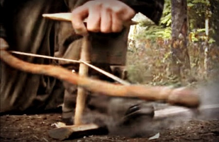how to use a survival bracelet to start a fire