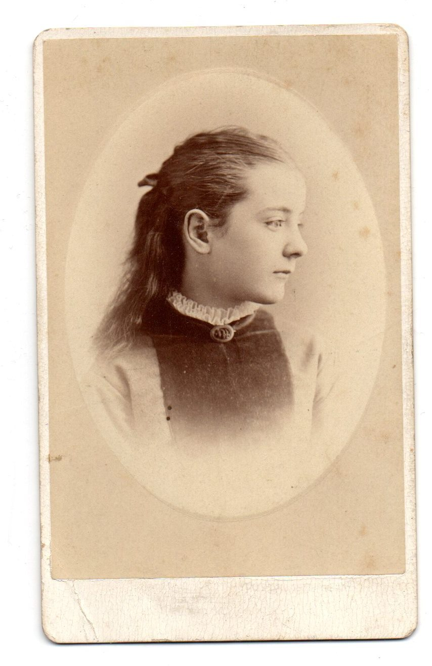 Carte de visite photo of a little girl