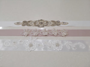 BBB3 Belt made of white satin ribbon with 33cm applique and pearl detail