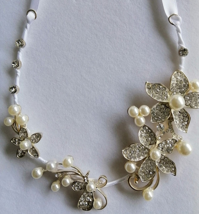 BBHS20. Beautiful, unique, pearl and diamante bridal horseshoe.