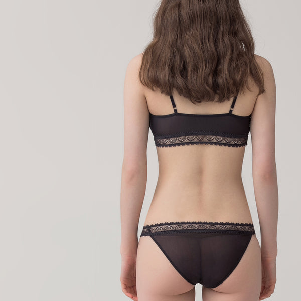 Female mesh lace briefs
