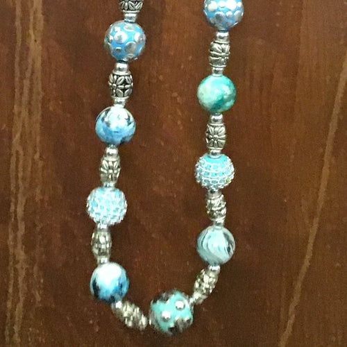 Beautiful turquoise and silver look beaded necklace