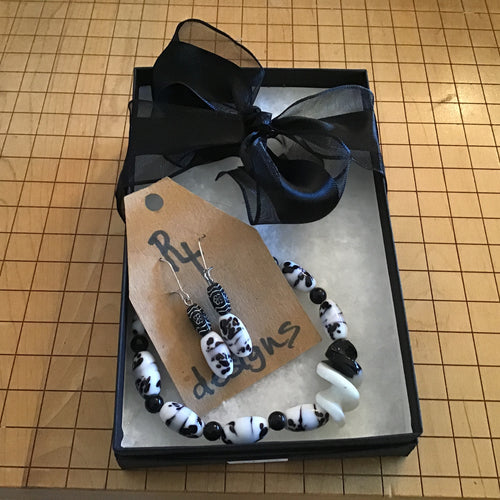 Black and white spotted bracelet and earring set