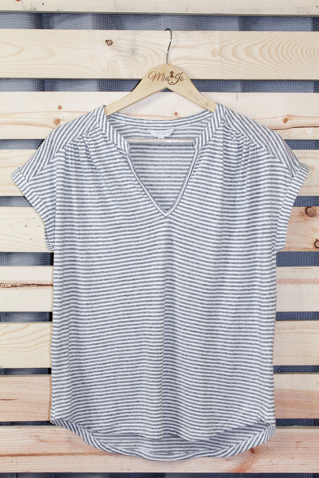 Striped capped sleeve