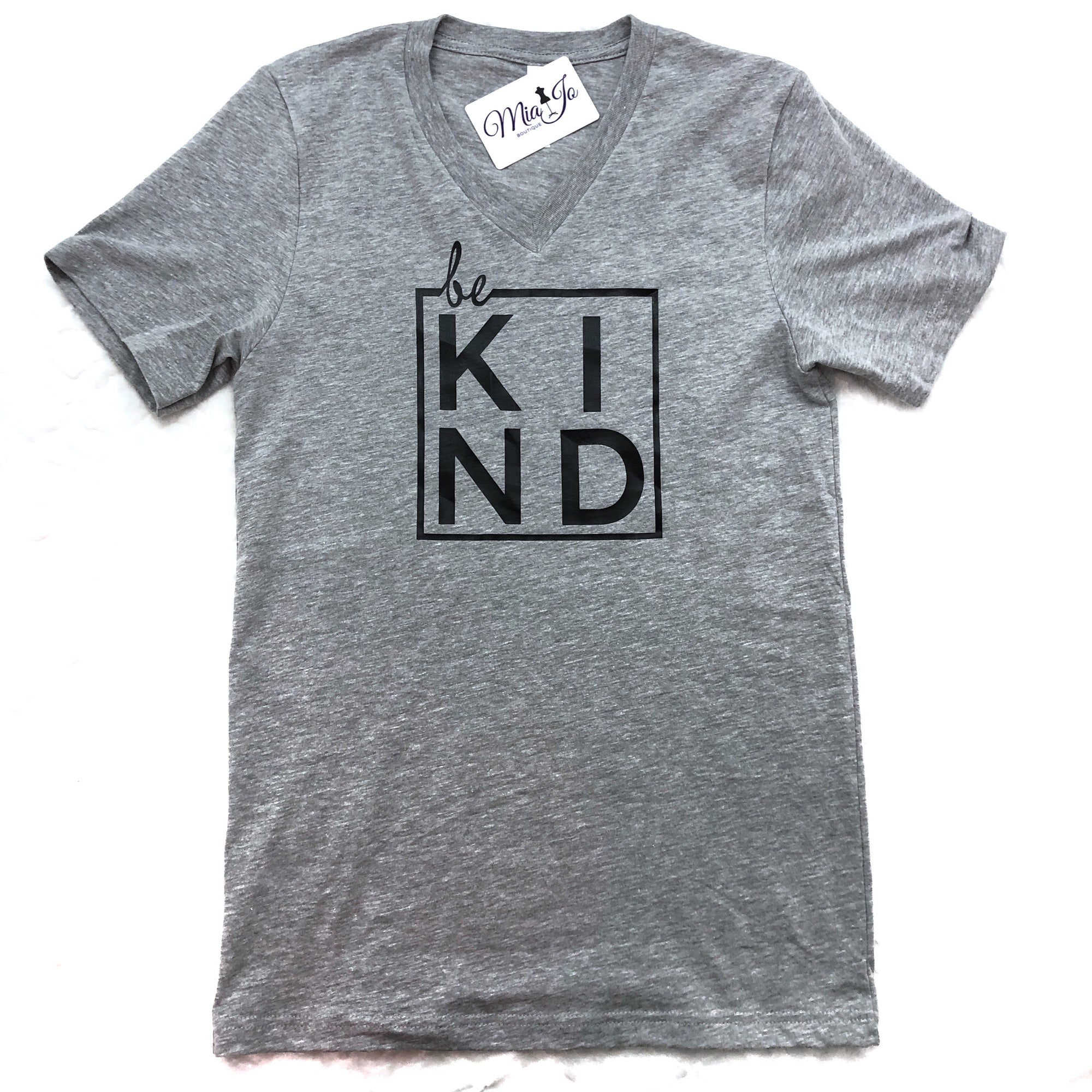 BE KIND v neck graphic