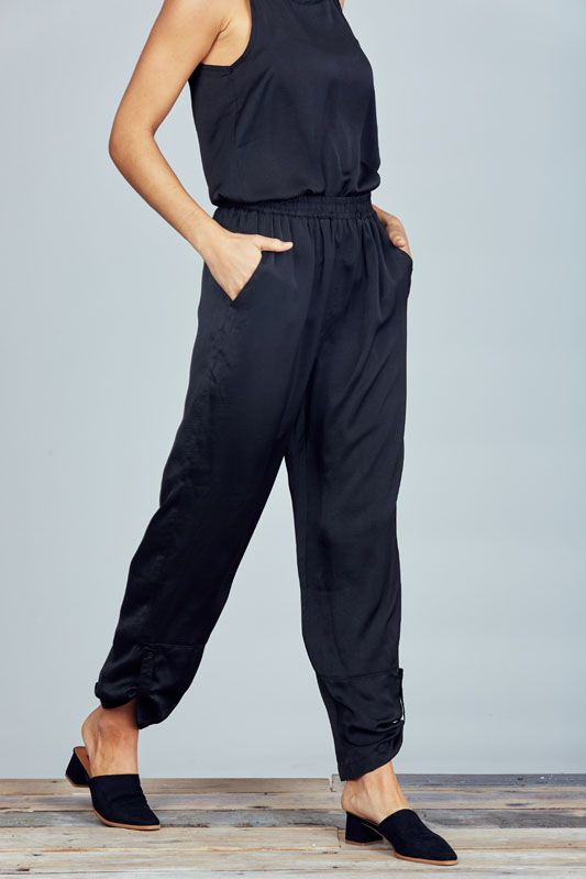 BLACK WONDERLAND PANTS