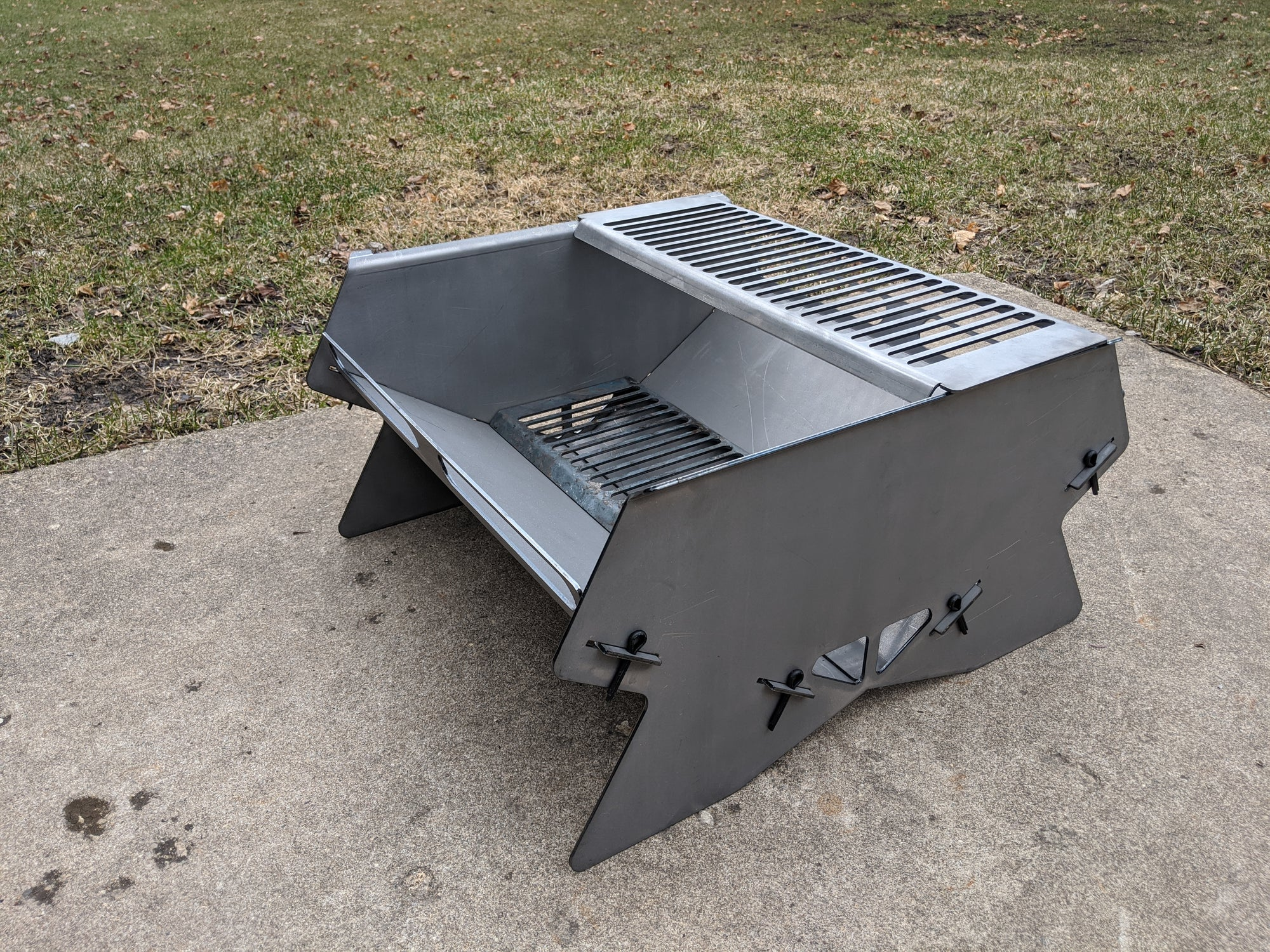 Summit Overland Portable Fire Pit