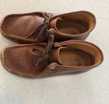 Kids Clark's Wallabees size 13US