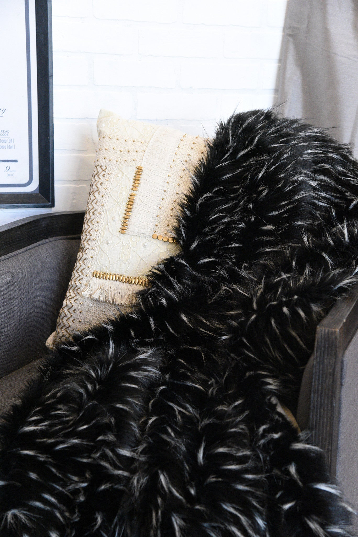 Black and White Faux Fur Throw Blanket - Woodwaves