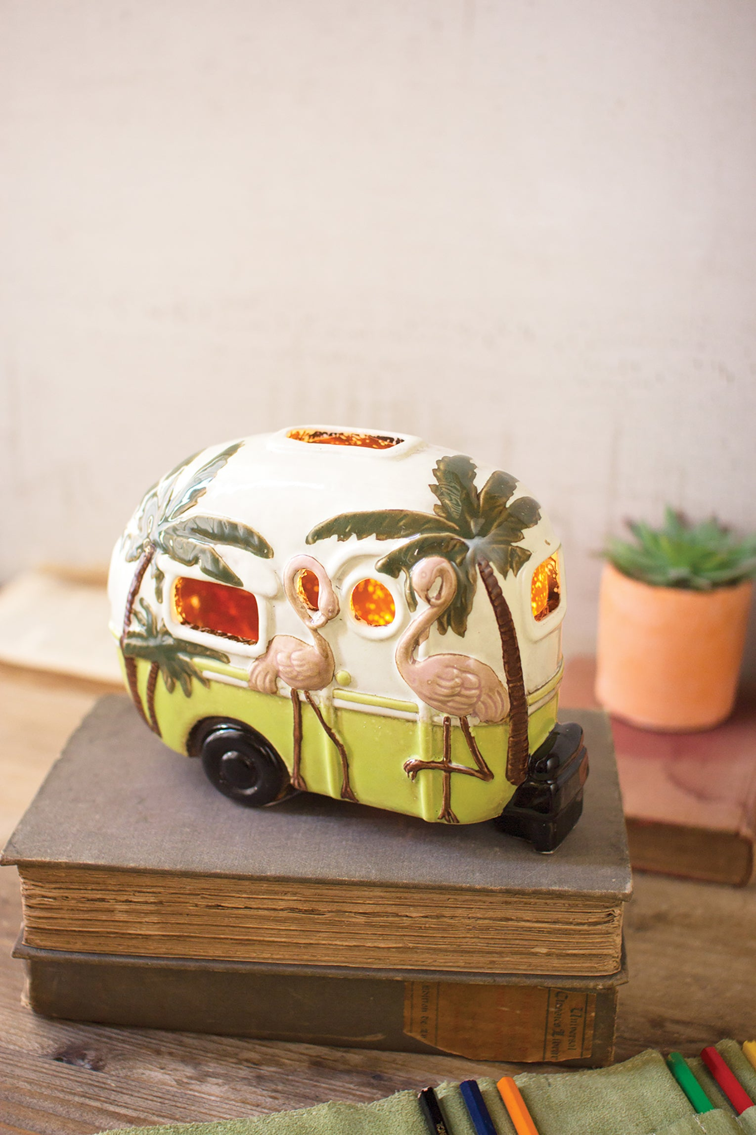Mini Ceramic Trailer Shaped Lamp With Flamingos