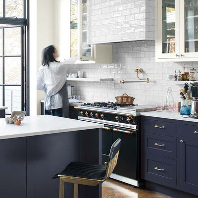 Benjamin Moore's HC-154 Hale Navy in a kitchen.