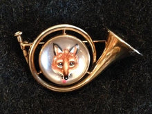 Brooch - 14kt Yellow Gold French Horn Form with Reverse Intaglio Fox Mask Image - Napier